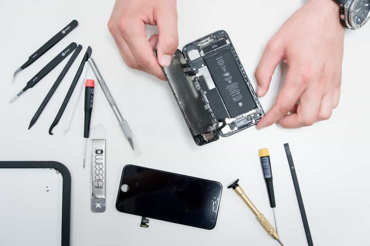 Should You Buy a New Phone or Fix Your Old One