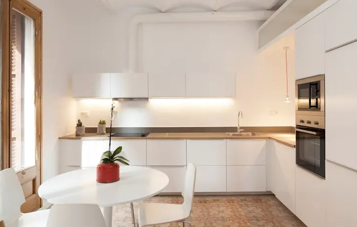 Look at the 7 Minimalist Kitchen Designs for This Little House!